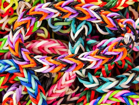 The offer is set to plaiting fashionable this season MEGA set Erasers 12000 Rainbow Band Loom ZA0971