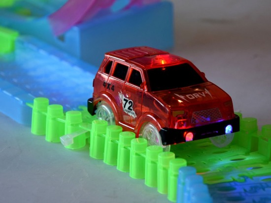Effective Fluo track with loop 108ele + toy car ZA2631