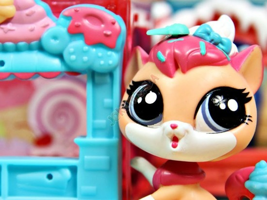 Hasbro LPS Pet Shop Animal with little room ZA1906