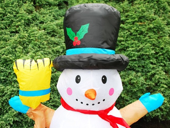 Inflatable Winter Snowman with a broom 125 cm DS0010