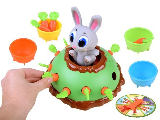 The game jumping rabbit pull a carrot GR0369